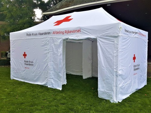 Folding tent with divider wall | Rode Kruis